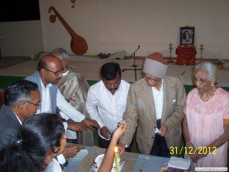 Cake cutting at smiles old age home in hyderabad (3)