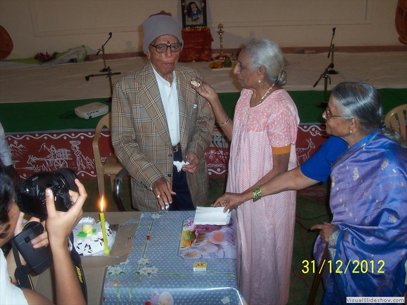 Cake cutting at smiles old age home in hyderabad (4)